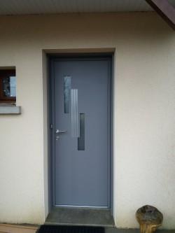 Pose d'une porte d'entrée Jazzy - Bernard Fromentoux.jpg