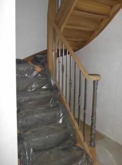 Escalier avec balustre métallique - Bernard Fromentoux.jpg