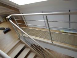 Escalier avec garde corps vitré - Bernard Fromentoux.jpg